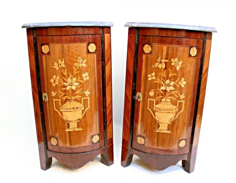 Coppia di armadi d 39 angolo di periodo di louis xvi galerie for Angolo del louis
