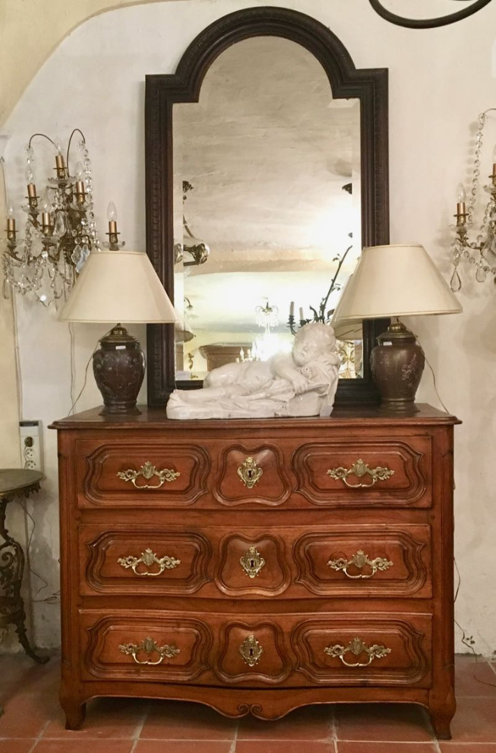 18th C WALNUT CHEST OF DRAWERS