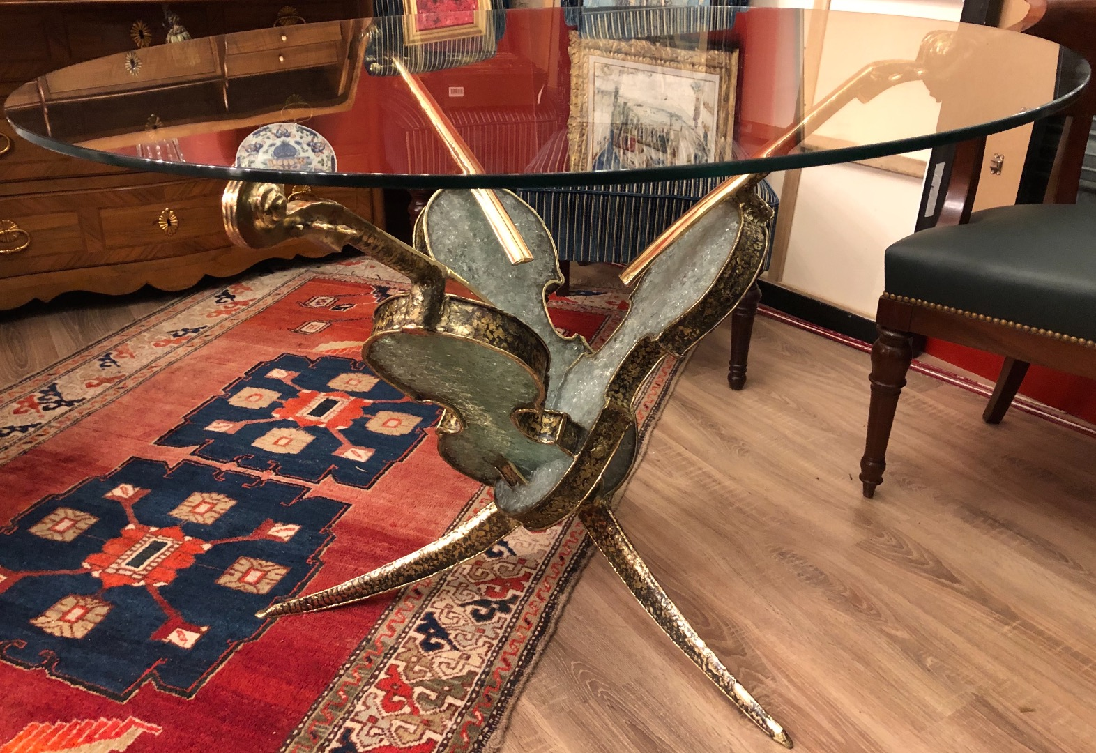 Table with three bronze violins and broken glass